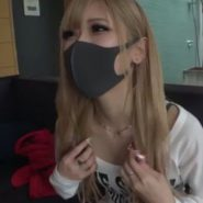 黒マスクの似合うギャル