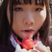 ボールギャグの口枷で大量の唾液を垂らす女子