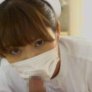 フェラで上目遣いをするマスクの看護婦ナース
