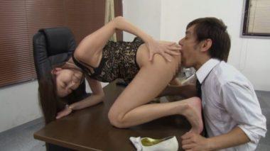 男性社員をクンニ奴隷にする女社長の朝桐光