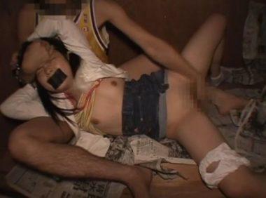 押入れで監禁飼育され性奴隷ペット調教されるパイパン少女