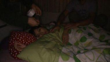粘着テープを睡眠中の女の口に貼って寝込みレイプ