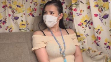 巨乳のマスク熟女
