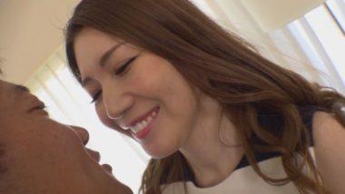 笑顔がかわいい美熟女