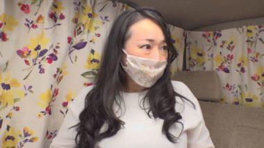 豊満むっちりボディのマスク熟女