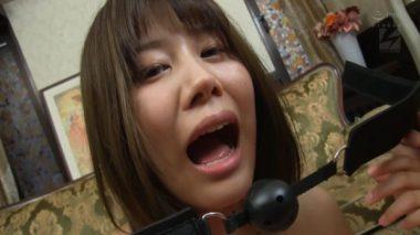 美少女AV女優・志木あかねにボールギャグを装着