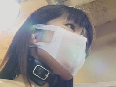鼻フックを立体マスクで隠した美女