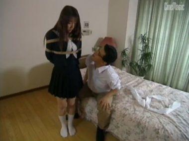 セーラー服で縛られた女教師