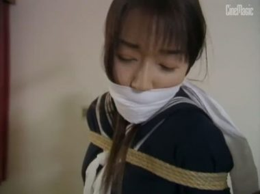 口被せ猿轡と縄緊縛を施された女教師