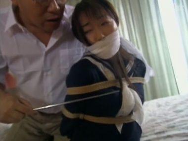 緊縛陵辱調教を受ける猿轡の女教師