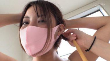 ピンクの立体マスクをした美少女