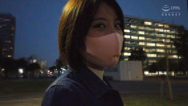 マスク美人のAV女優・篠原カレン