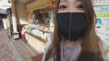 イラマスクをして買い物チャレンジをする佐伯由美香