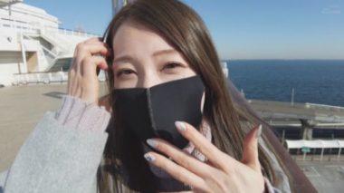 野外デートでイラマスクを着ける佐伯由美香