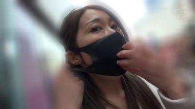 佐伯由美香がマスクを外すシーン