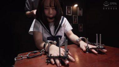口枷と指拘束をされ監禁拷問を受ける篠原りこ