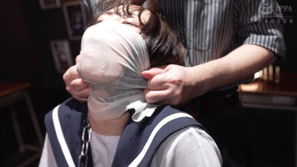 ブレスコントロールで拷問されている制服少女