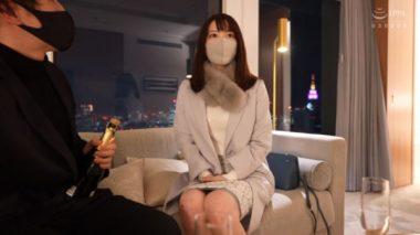 ナンパされホテルに連れ込まれた清楚人妻系のマスク美女