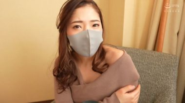 マスク美人の唇と鼻が透けている