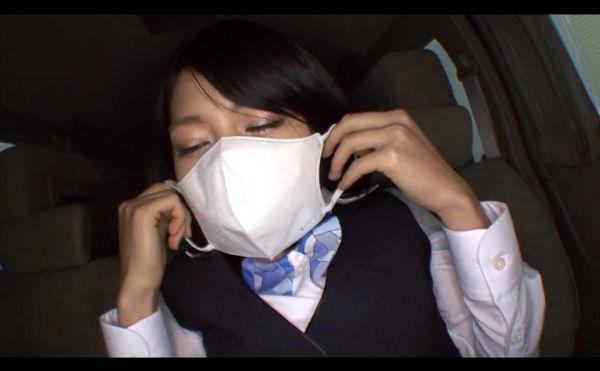 ボールギャグをしてマスクを着ける西園寺レオ