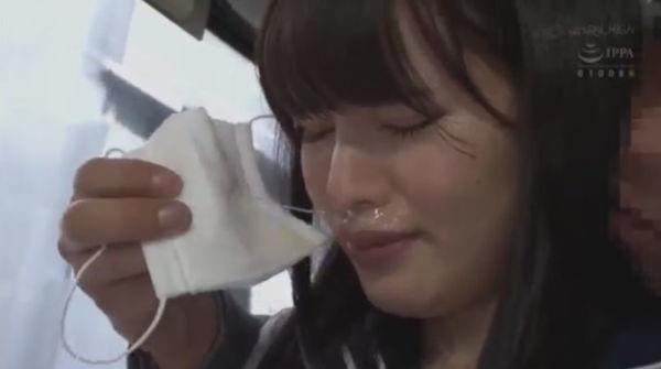 鼻水がグチョグチョについた女子校生のガーゼマスク
