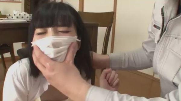 レイプされるプリーツマスクの女子校生